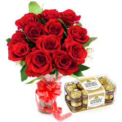Hand-Arranged Bouquet of Red Rose and Ferrero Roacher Chocolate