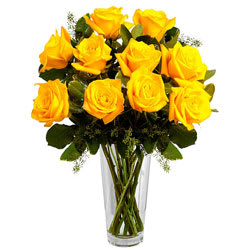 Exquisite Presentation of Yellow Roses in a Vase