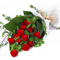 Unique Aspiration Bunch of Red Roses