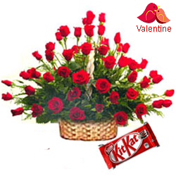 <u><font color=#008000> MidNight Delivery : </FONT></u>:100 Exclusive  Dutch Red    Roses  Arrangement with Cadburys Chocolate