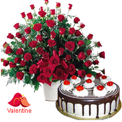 <u><font color=#008000> MidNight Delivery : </FONT></u>:Dutch Red Roses with  Black Forest Cake