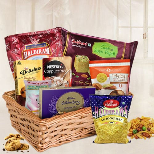 Amazing Hamper Basket with Assorted Items