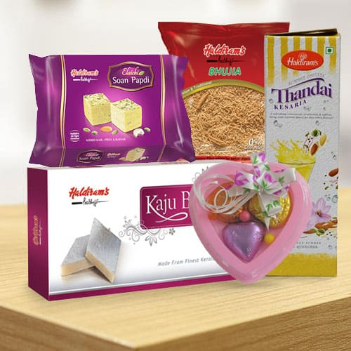 Gladdening Combo from Haldiram