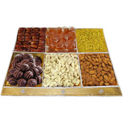 Delight�s Prize Dry Fruits and Chocolate Combo