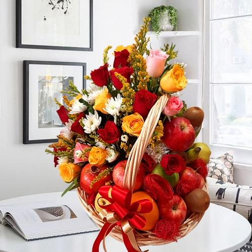 Remarkable Fruits n Mixed Flowers Gift Basket